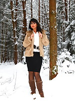 A cold day | PantyhoseDiva.com